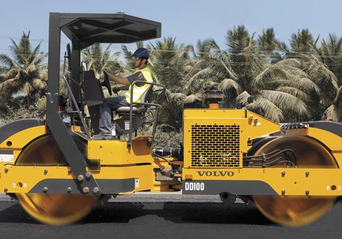 [web]volvo-benefits-asphalt-compactor-dd100-t3-isolated-operators-platform-2324x1200