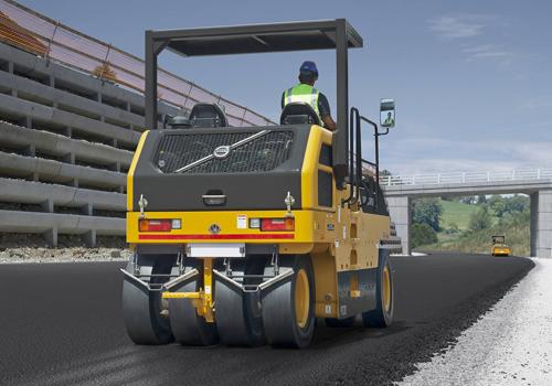 [web]volvo-benefits-asphalt-compactor-pt220-t3-reliable-engine-2324x1200